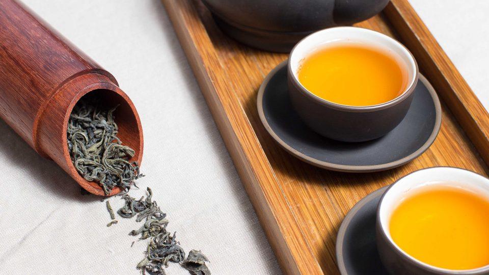 Chá ou água, qual é a melhor bebida para se hidratar?