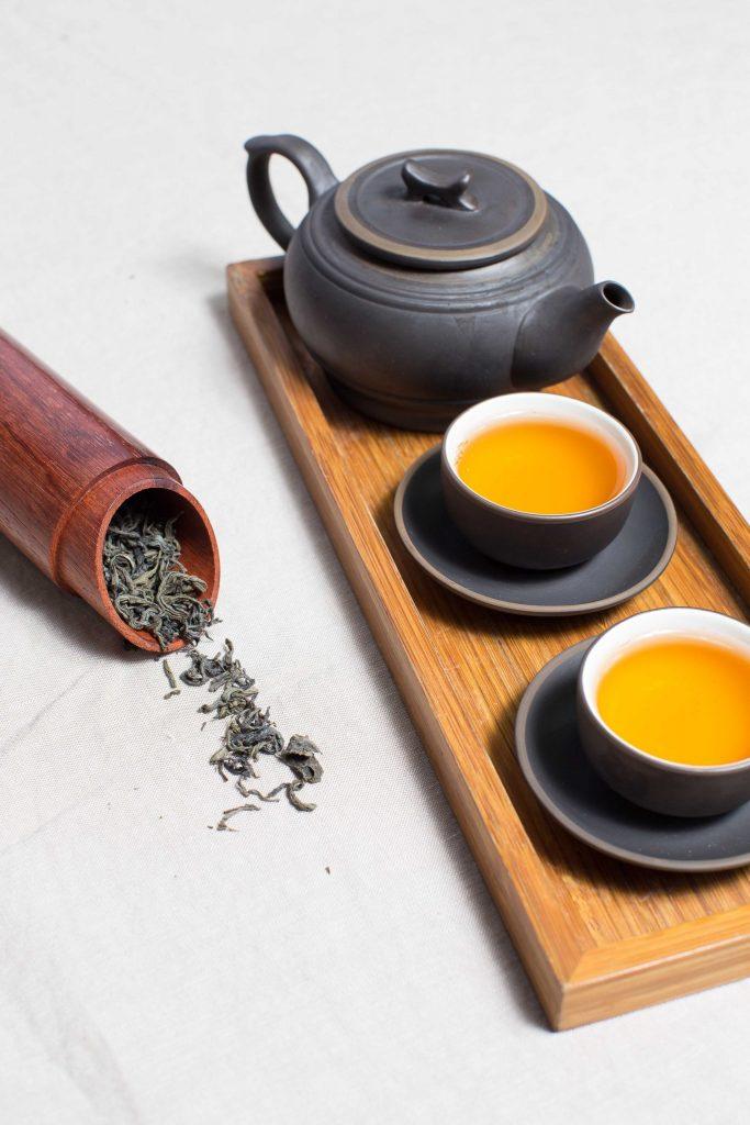 beber chá ou água