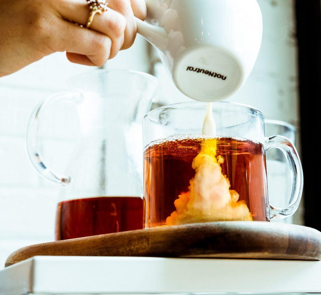 chá com leite